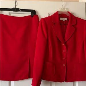 Ladies Tahari suit